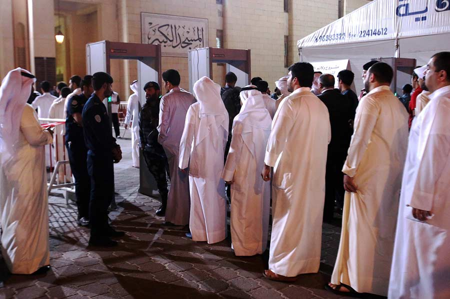 Thousands Flock to Express Condolences at Grand Mosque