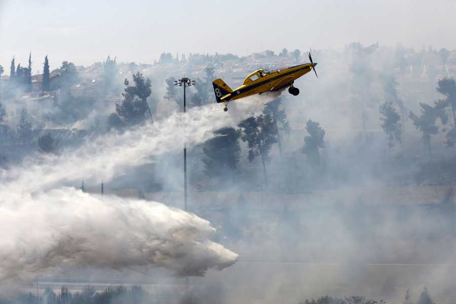 Massive Brush Fires Rage in Jerusalem Area and the North