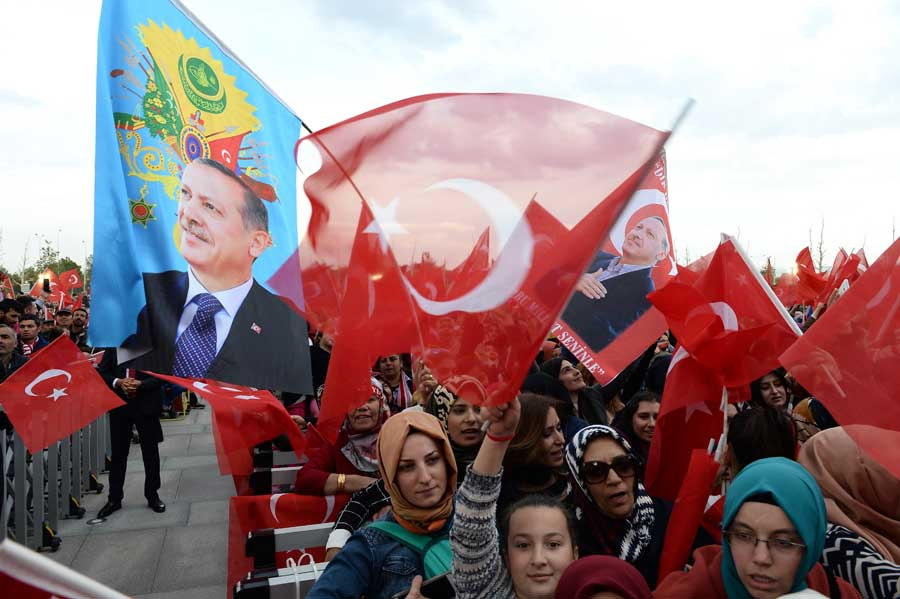 After Kurdistan Referendum, Turkey Cracks Down On Local Kurds