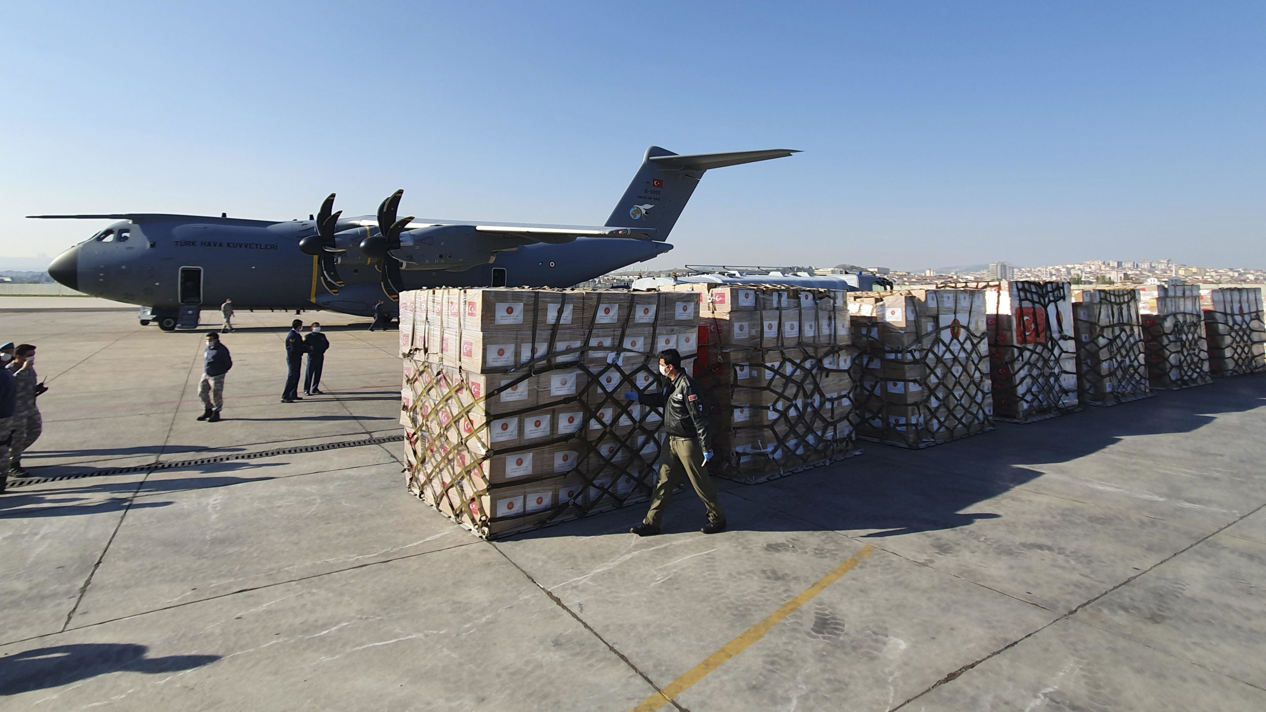 Turkey Flies Medical Aid to US to Fight COVID-19