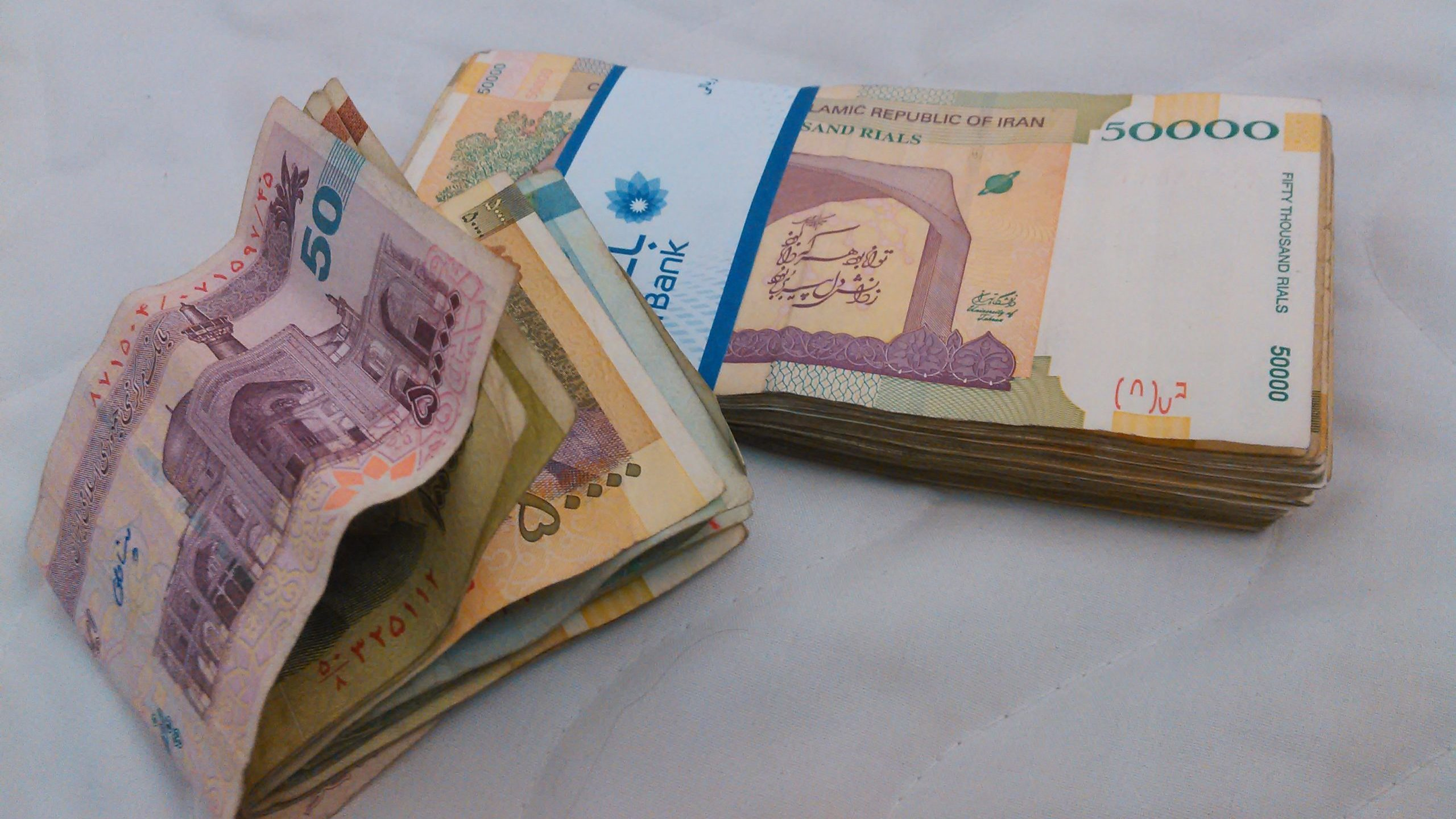 Iran's Currency Falls to Record Low Against US Dollar