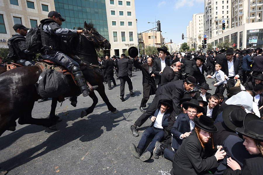 Hundreds of Ultra-Orthodox Jews Violate Lockdown in Israel's Modiin Illit City, Fight with Police